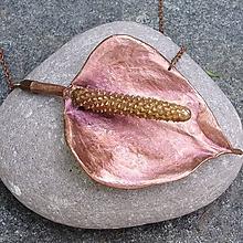 Náhrdelníky - Pomedený naozajstný kvet antúrie - 10868634_