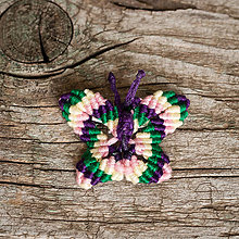 Odznaky/Brošne - Brošňa makramé motýľ (2 - žltá, zelená, fialová, ružová) - 10868927_