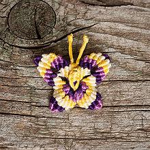 Odznaky/Brošne - Brošňa makramé motýľ (3 - fialová, žltá) - 10868948_