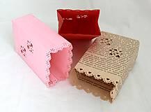 Svietidlá a sviečky - Papierový svietnik (s dnom) - srdiečkový motív (rôzne farby) - 10870180_