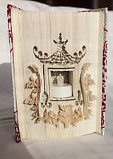 Svietnik, lampáš - vyskladaný z knihy