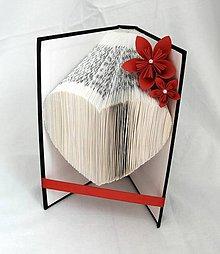Dekorácie - Srdce - vyskladané z knihy (nielen) pre zamilovaných - 10870124_