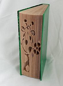 Dekorácie - Žirafa - vyskladaná z knihy - 10870276_