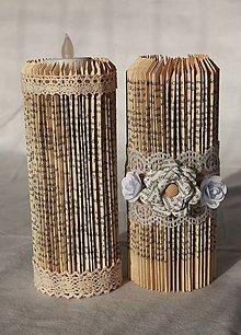 Svietidlá a sviečky - Vintage sviečka vyrobená z knihy - 10870666_