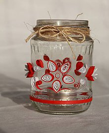 Svietidlá a sviečky - Sklenený červenobiely quilling svietnik - 10870787_