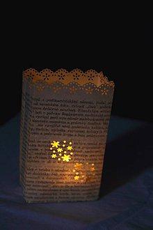 Svietidlá a sviečky - Papierový svietnik (s dnom) - kvetinový motív (rôzne farby) - 10870834_