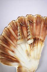 Náušnice - Visiace náušnice so špirálovými pokovenými mušľami - 10868961_