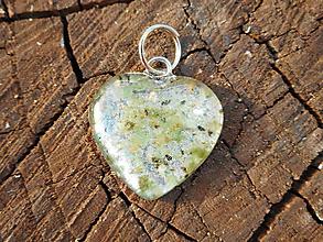 Náhrdelníky - heart with smaragd-zľava:6,90e,s retiazkou ,chir.o. - 10873247_