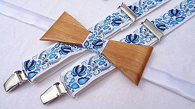 Doplnky - Folklórny drevený motýlik + pánske traky v modrom - 10876685_