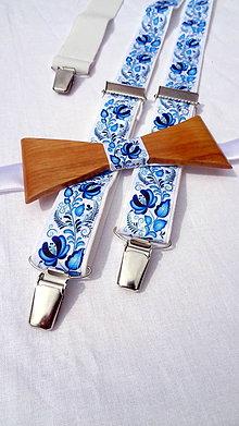 Doplnky - Folklórny drevený motýlik + pánske traky v modrom - 10876698_