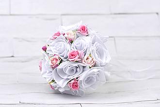 Kytice pre nevestu - Saténová kytica svadobná bielo-ružová ruže + pierko - 10876419_