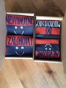 """Obuv - Maľované pásikavé ponožky s vtipným nápisom: """"Nevhodné do mikrovlnky/ Nevyhnutné zálohovať"""" - 10292626_"""