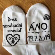 Obuv - Maľované ponožky pre ženícha (biele ponožky s maľbou v čiernom) - 10876312_