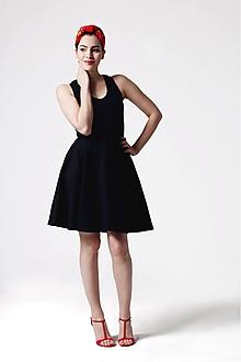 Šaty - Šaty čierne s výšivkou na chrbte - 10880511_