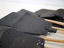 Dekorácie - Kožená plácačka na muchy - čierna - veľká mucha - 10879760_