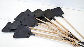Dekorácie - Kožená plácačka na muchy - čierna - veľká mucha - 10879761_