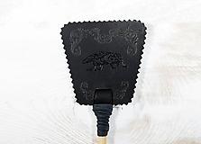 Dekorácie - Malá plácačka na muchy - čierna - mucha v ornamentoch - 10880070_