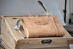 Papiernictvo - kožený zápisník FEATHERPENS - 10879929_