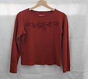 Top. Vyšívané bavlnené škoricové tričko