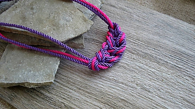 Náhrdelníky - Uzlový náhrdelník z troch šnúr (cyklaménovo fialový, č. 2778) - 10880877_