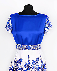Topy - Saténový top s volánovými rukávmi- potlač FOLK ROSES (modrý folk na bielej) - 10878736_