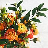 oranžová gratulačná alebo svadobná kytica z iskerníkov