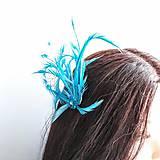 Ozdoby do vlasov - Fascinátor z peria a korálok - 10879568_