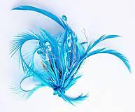 Ozdoby do vlasov - Fascinátor z peria a korálok - 10879601_