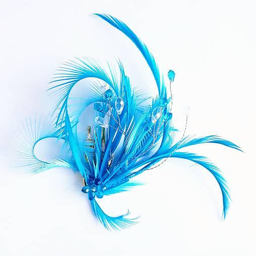 Fascinátor z peria a korálok