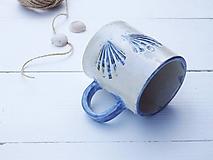 Nádoby - Keramický hrnček s mušľou perleť + modrá - 10883360_