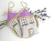 Dekorácie - Romantický levanduľový domček - 10882939_