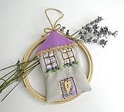 Dekorácie - Romantický levanduľový domček - 10882941_