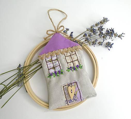 Romantický levanduľový domček