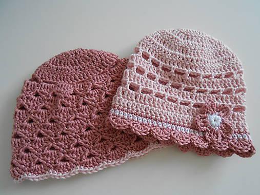 Háčkované čiapočky v ružových tónoch