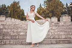 Šaty - Svadobné šaty s V výstrihmi a polkruhovou sukňou - 10882317_