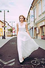 Šaty - Svadobné šaty so srdcovým korzetom a bohatou tylovou vyšívanou sukňou SKLADOM - 10883223_