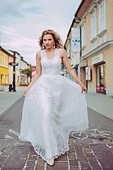 Šaty - Svadobné šaty so srdcovým korzetom a bohatou tylovou vyšívanou sukňou SKLADOM - 10883224_