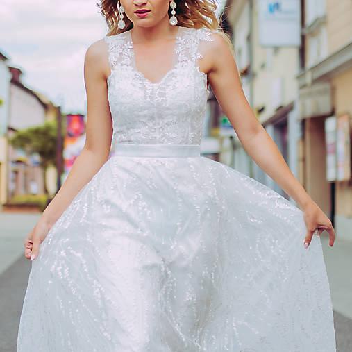 Svadobné šaty so srdcovým korzetom a bohatou tylovou vyšívanou sukňou SKLADOM
