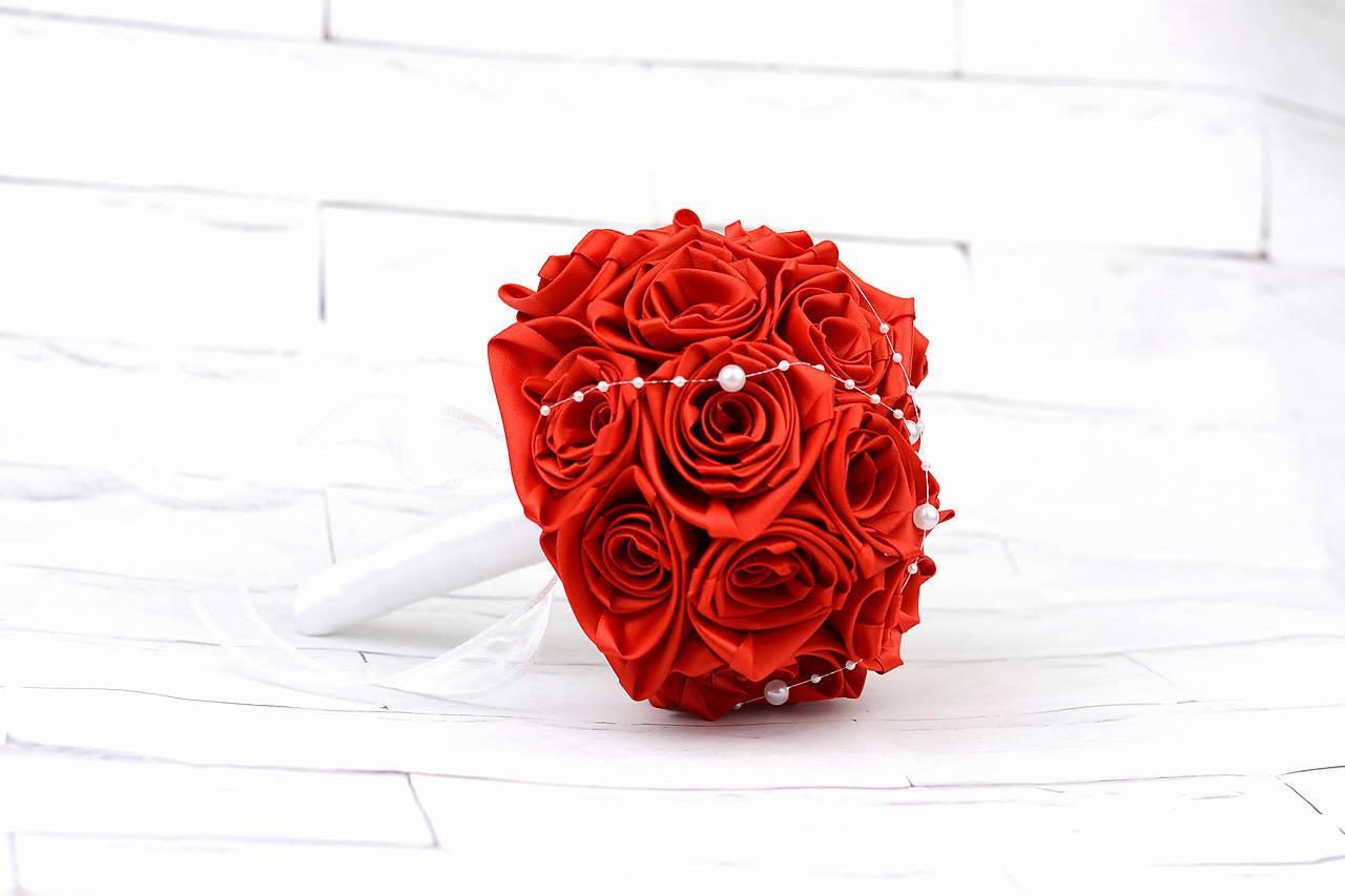 Saténová kytica svadobná červená ruže