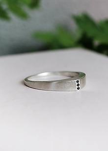 Prstene - Stříbrný prsten Soren s černými diamanty - 10883326_