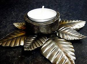Svietidlá a sviečky - Kovaný svietnik na čajovú sviečku LESNÝ KVET - 10883660_
