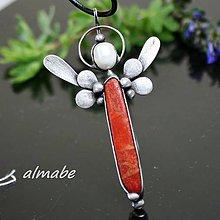 Náhrdelníky - Andělíček (korál, perla) - 10885709_