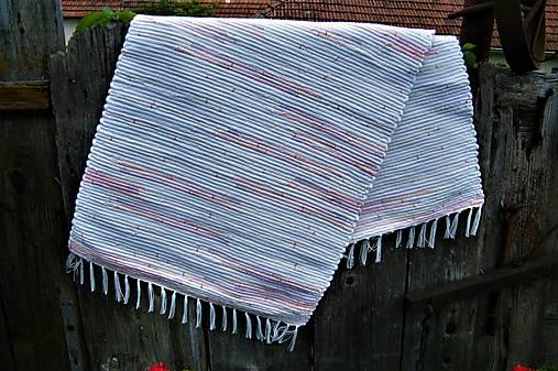 Tkaný koberec bielo-maslovo-jemne melírovaný