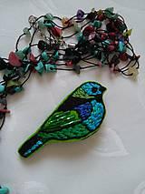 Odznaky/Brošne - Modrý vtáčik (ručne vyšívaná brošňa) - 10888311_