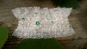 Bielizeň/Plavky - svadobný podväzok Ivory + tyrkysový - 10888399_