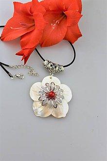 Náhrdelníky - perleť a koral prívesok luxusný AKCIA! - 10887176_