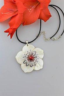 Náhrdelníky - perleť prívesok s koralom - 10887194_