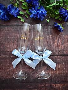 Nádoby - Svadobné poháre s menom zvislo- modro zlaté - 10888703_