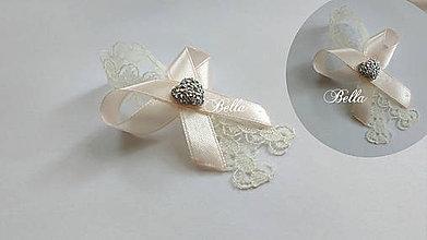Pierka - Svadobné pierko s čipkou a štrasovým srdiečkom - 10888348_