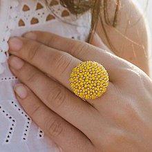 Prstene - BUTTON {M} žltý elegantný prsteň - 10886999_